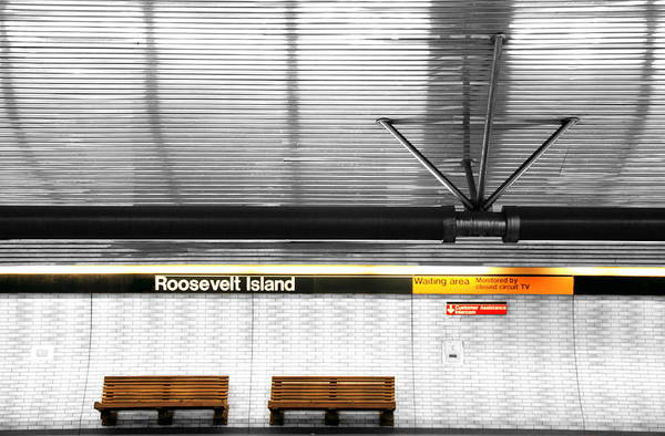 Roosevelt Island Photograph - Roosevelt Island Subway by Valentino Visentini