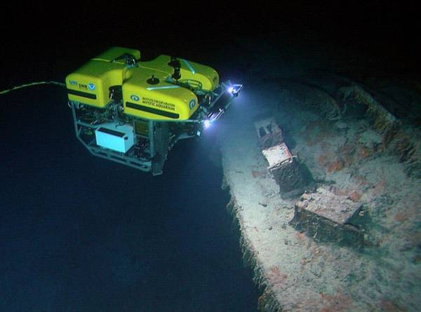 Disintegration Wall Art - Photograph - Rov Exploration Of Titanic by Noaa/science Photo Library
