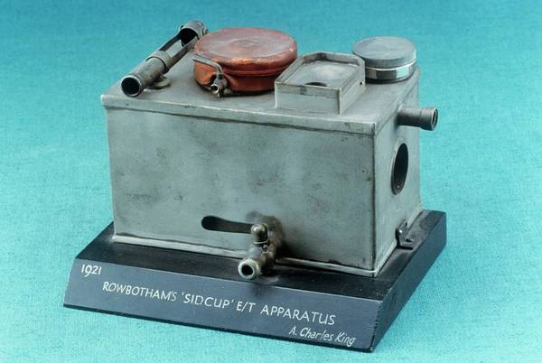 1921 Photograph - Rowbotham Endotracheal Apparatus by Science Photo Library