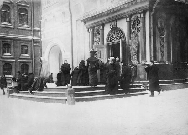 1915 Photograph - Russians Pray For Wwi Victory by Underwood Archives
