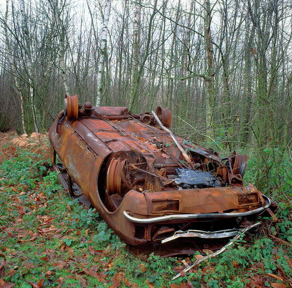 Oxidised Photograph - Rusting Car by Robert Brook/science Photo Library