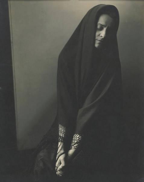 Wall Art - Photograph - Ruth Draper Wearing A Cape by Edward Steichen