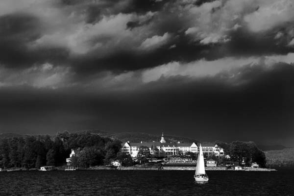Sagamore Wall Art - Photograph - Sailing In Front Of The Sagamore by David Patterson