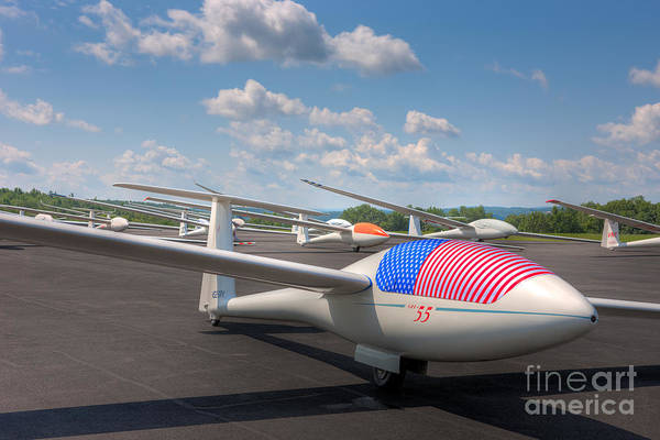 Photograph - Sailplanes On The Grid I by Clarence Holmes