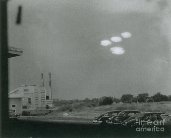 Ufology Photograph - Salem Ufo Sighting, 1952 by Science Source