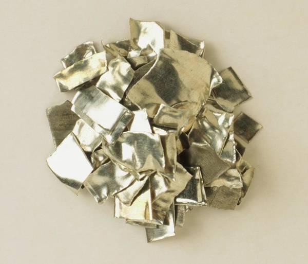 Silvery Photograph - Sample Of Tin Metal by Dorling Kindersley/uig