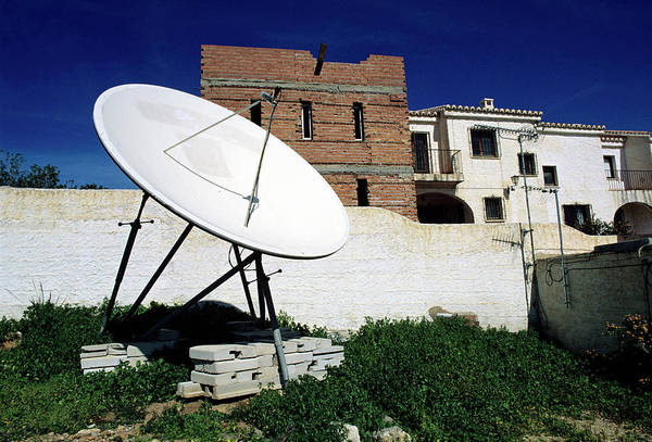 Satellite Dish Photograph - Satellite Dish by Robert Brook/science Photo Library