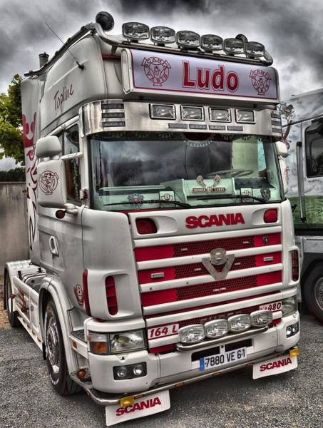 Freightliner Wall Art - Photograph - Scania V8 Cabover Ludo by Mick Flynn