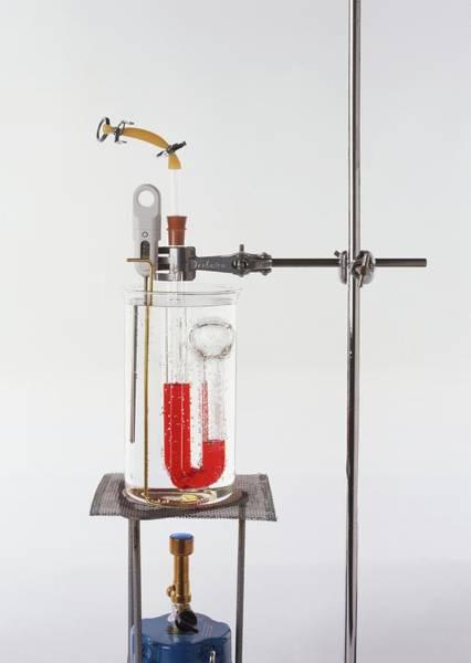 Experiment Photograph - Scientific Apparatus by Dorling Kindersley/uig
