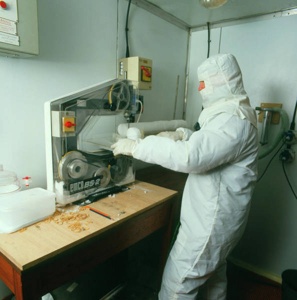 Core Photograph - Scientist And Ice Core by Simon Fraser/science Photo Library
