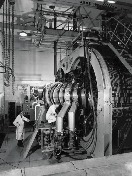 1958 Photograph - Scientists Make Fusion Advance by Underwood Archives