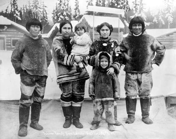 Photograph - Seattle Eskimo Family by Granger