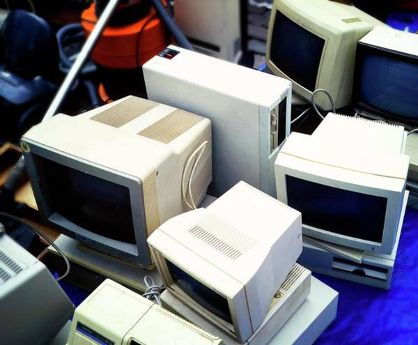 Wall Art - Photograph - Secondhand Computers For Sale by Ton Kinsbergen/science Photo Library
