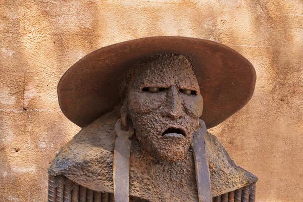 Photograph - Sedona Statue by Tom Singleton