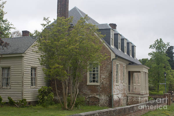 Historic Triangle Photograph - Sessions House Yorktown by Teresa Mucha