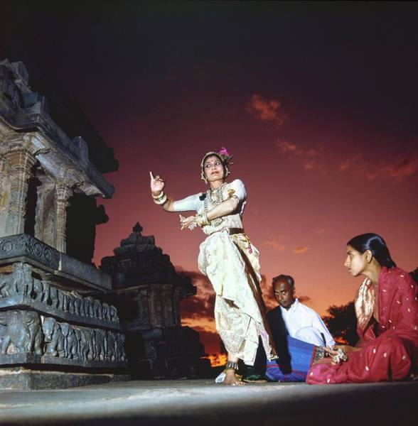 People Watching Photograph - Shanta Rao Dancing At A Temple by Arnaud de Rosnay