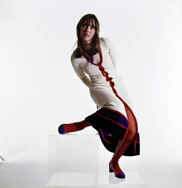Wall Art - Photograph - Shelley Duvall Wearing A Juliano Dress by Bert Stern