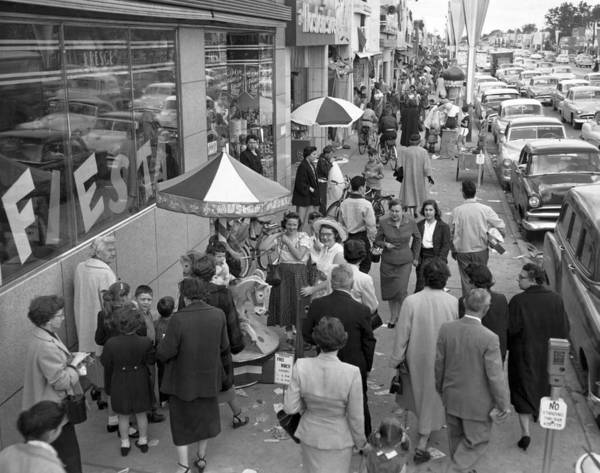 Fiesta Photograph - Shopping In Detroit by Underwood Archives