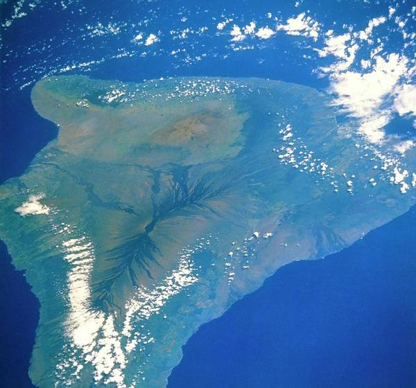 Wall Art - Photograph - Shuttle Photograph Of The Island Of Hawaii by Nasa/science Photo Library