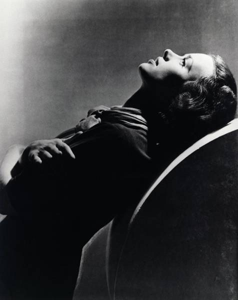 Wall Art - Photograph - Side View Of Jessica Tandy by Horst P. Horst