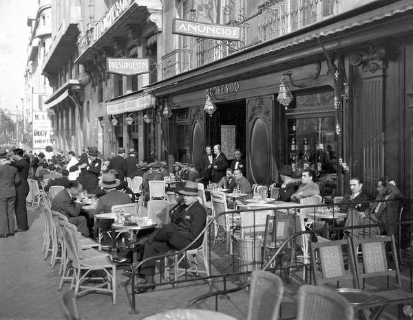 Calle Wall Art - Photograph - Sidwalk Cafe In Madrid by Underwood Archives