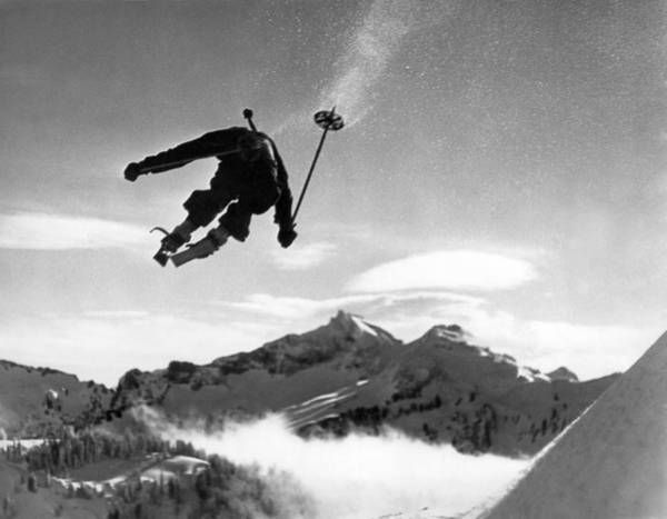 Mount Rainier Photograph - Skiing Over Mt. Ranier by Underwood Archives