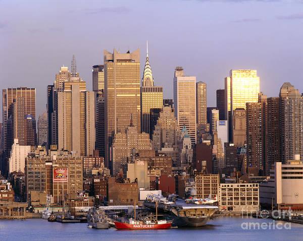 Wall Art - Photograph - Skyline View Of Manhattan by Rafael Macia