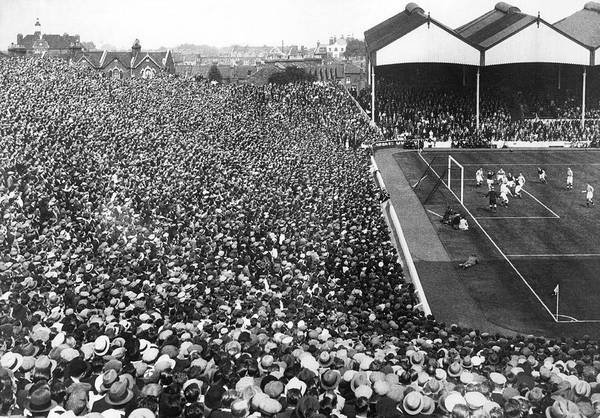 Soccer Stadium Wall Art - Photograph - Soccer Crowd At Highbury by Underwood Archives