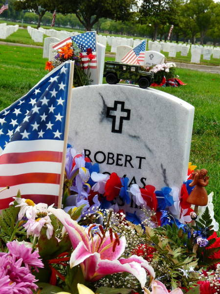 Photograph - Soldier's Decorated Grave by Jeff Lowe