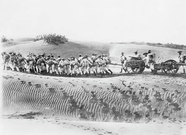 Royal Artillery Wall Art - Photograph - Soldiers Pulling Field Guns by Library Of Congress