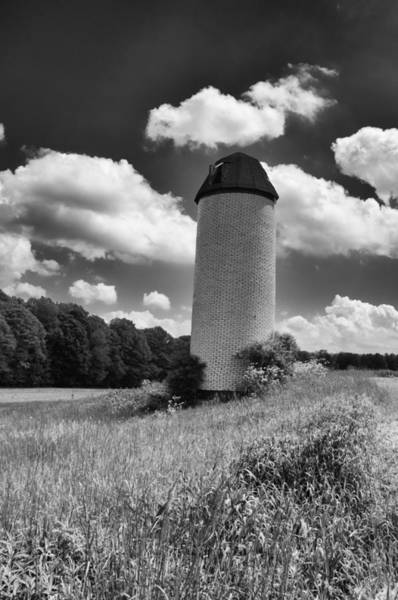 Photograph - Solo Silo   3d22680 by Guy Whiteley