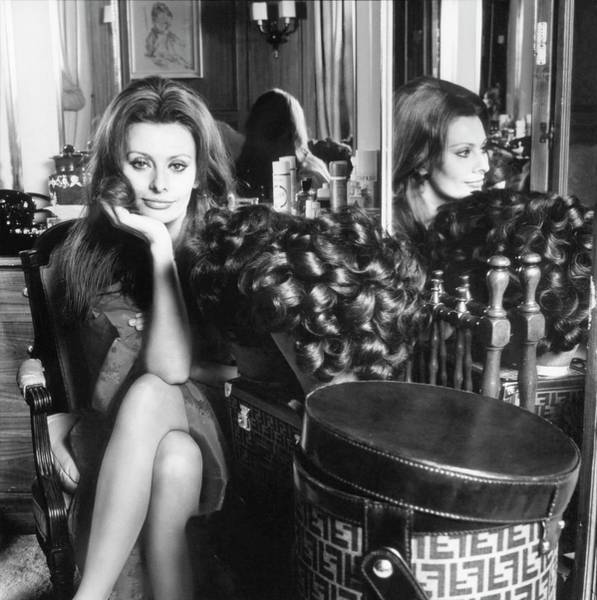 Mirror Photograph - Sophia Loren With A Fendi Hat Box by Henry Clarke