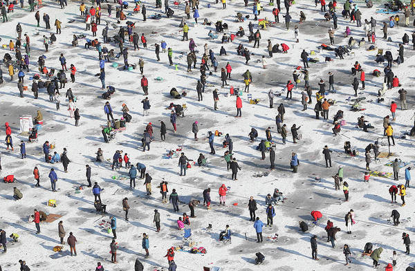 Photograph - South Koreans Participate In Ice by Chung Sung-jun