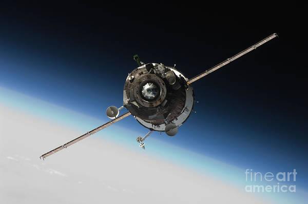 Return To Earth Photograph - Soyuz Tma 16 Approaching Iss by Paul Fearn