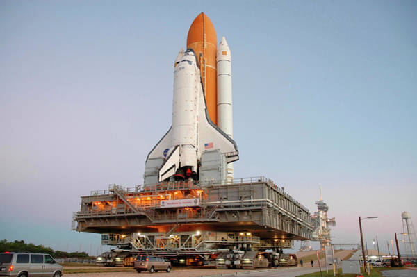 Space Shuttle Photograph - Space Shuttle Discovery by Nasa/science Photo Library