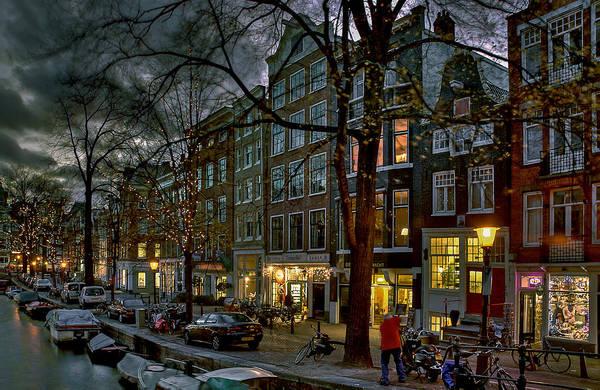 Houseboat Photograph - Spiegelgracht 8. Amsterdam by Juan Carlos Ferro Duque