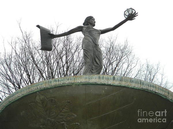 Rockville Photograph - Spirit Of Rockville Fountain And Statue by Emmy Vickers