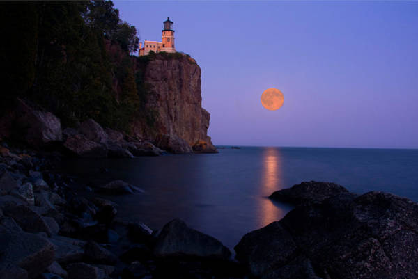 Photograph - Split Rock Lighthouse - Full Moon by Wayne Moran