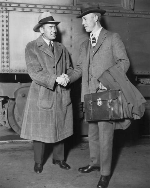 Dressing Up Photograph - Sportsmen In Chicago Station by Underwood Archives