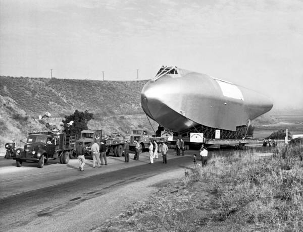 Seaplanes Photograph - Spruce Goose Hull On The Move by Underwood Archives