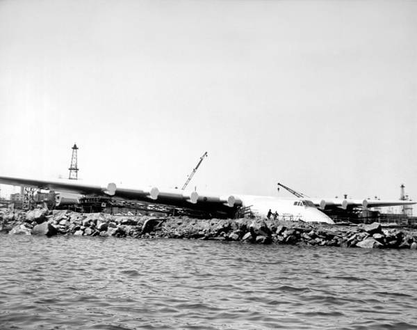Seaplanes Photograph - Spruce Goose Ready To Launch by Underwood Archives