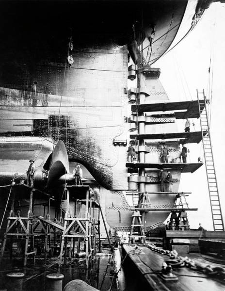Scaffold Photograph - Ss Imperator Construction by Library Of Congress/science Photo Library