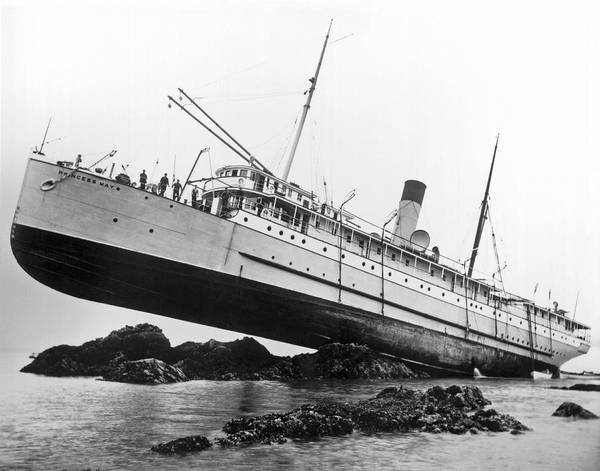 1910 Photograph - S.s. Princess May Runs Aground by Underwood Archives