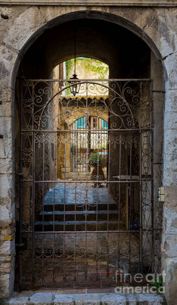 Photograph - St Paul Courtyard by Inge Johnsson