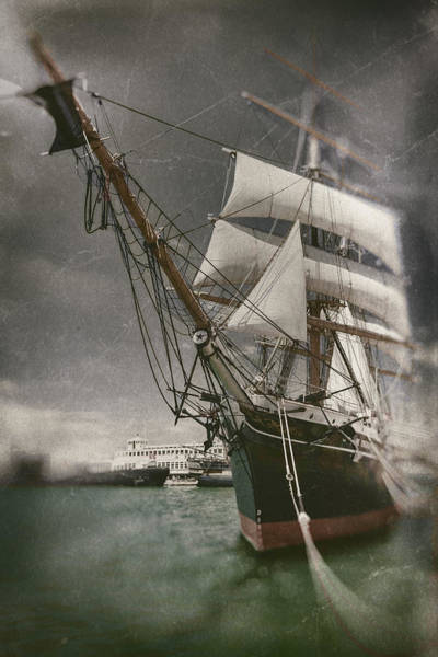 Photograph - Star Of Inda Bow First by Scott Campbell