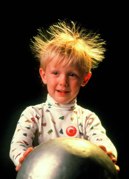 Graf Photograph - Static Electricity by Peter Menzel/science Photo Library