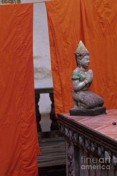 Phnom Penh Wall Art - Photograph - Statue At Wat Phnom Penh Cambodia by Ryan Fox