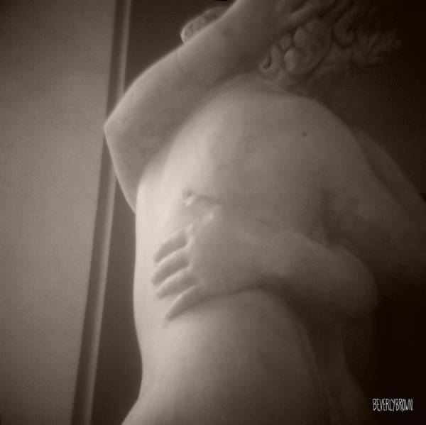 Dreamy Wall Art - Photograph - Statue Of Couple Embracing by Beverly Brown