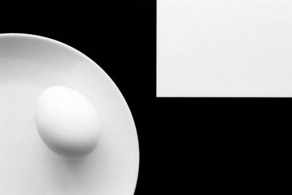 Egg Photograph - Still Life With Egg 4 by Peter Hrabinsky