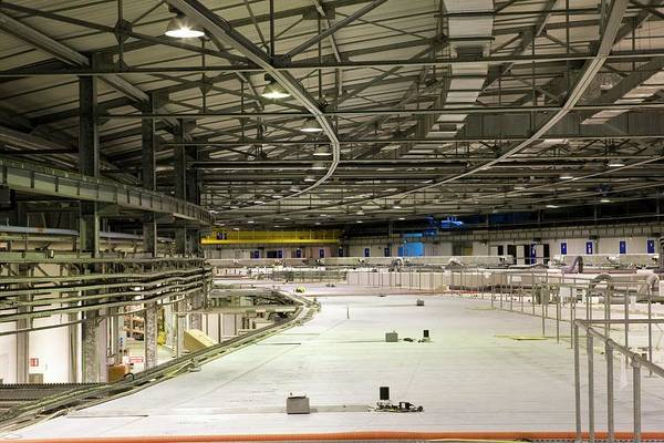 Facilities Photograph - Storage Ring Building by Pascal Goetgheluck/science Photo Library